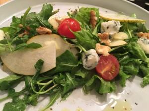 Salata od kruške, oraha i gorgonzole